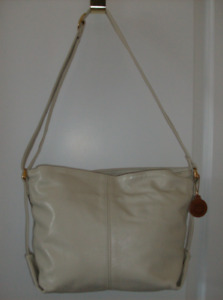 Below 1/2 Price !!  NEW Quality Sas Purse in quality leather