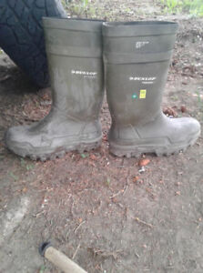 practically brand new dunlop steel toe rubber boots