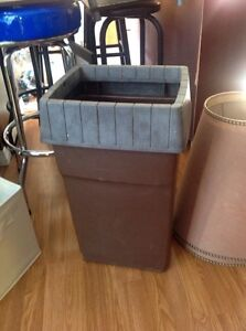 Garbage can no cover except as seen (nice for garage)