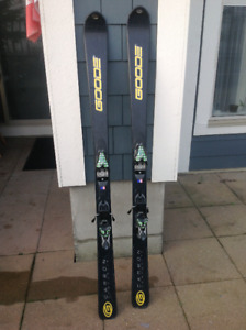 All mountain Carbon ski