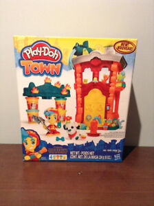 """""""PLAY-DOH"""" TOWN FIREHOUSE.....BRAND NEW!"""