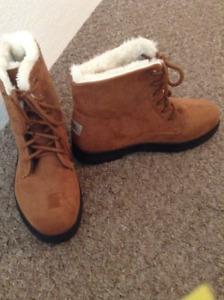 Winter Boots fits size 7