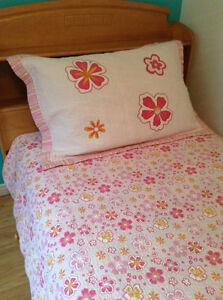 Joli couvre-lit réversible rose, fuchsia, orange, lit 1 place Saguenay Saguenay-Lac-Saint-Jean image 6