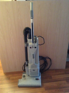 LINDHAUS upright VACUMN cleaner