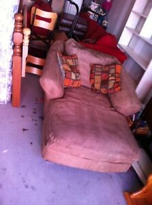 Lounge buy and sell furniture in nova scotia kijiji for Big comfy chaise lounge