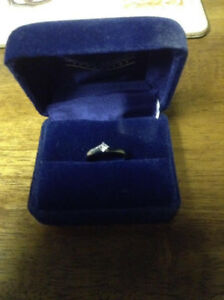 Woman's 10 KW Diamond Ring For Sale
