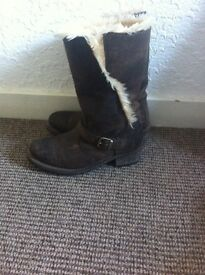 Women's caterpillar boots size 7 can deliver