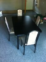 Table avec rallonge et 4 chaises