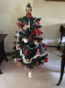 Artificial Christmas Tree With Decorations & Stand, 4 x 2.5 Feet