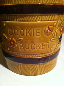 vintage cookie jar - shaped like wooden bucket, with lid