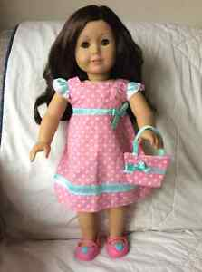 American Girl doll - dark wavy hair/hazel eyes West Island Greater Montréal image 1