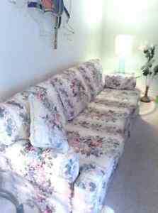 Beautiful Smitty's Floral Couch and Chair Kitchener / Waterloo Kitchener Area image 1