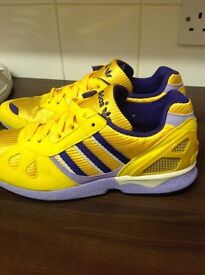 Adidas torsions in good clean condition. Size 4.