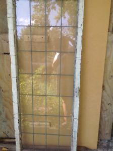 Fenêtre antique avec carrelage au plomb