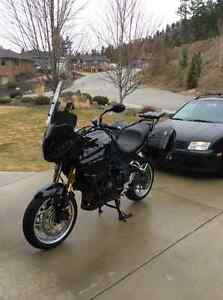 2011 triumph tiger 1050ABS. Upgraded touring package