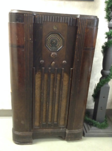 Antique Tube Radio - OWN A PIECE OF HISTORY