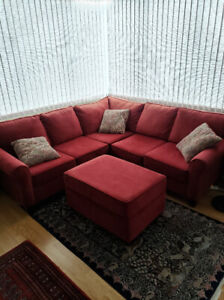 Sectional Sofa w/ Ottoman and Pullout Bed - Excellent Condition
