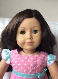 American Girl doll - dark wavy hair/hazel eyes West Island Greater Montréal image 2