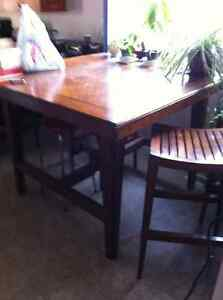 Tall Kitchen table with 4 stools