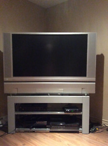 """TV HD 52"""" avec etagere/with stand"""