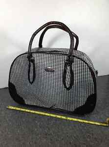 Houndstooth design travel bag with feet