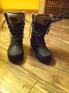 Canadiana Women's boots (size 8)