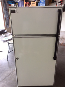 FREE Refrigerator -Kenmore Classic -clean  As-is