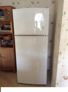 White Whirlpool fridge, works perfect. (delivery)