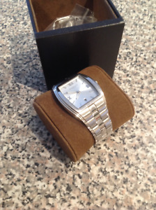Kenneth Cole Unisex Watch white gold great condition