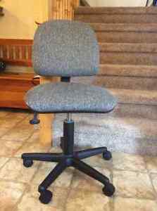 Chair for the office . Cambridge Kitchener Area image 1