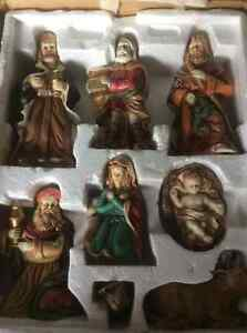Beautiful 8 Pieces- Nativity Sculptures.   Mint Condition!