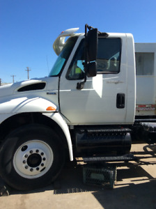 2005 White International Single Axel 4300 Cab And Chassis