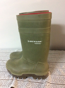 DUNLOP SAFETY AND INSULATED RUBBER BOOTS FOR SALE