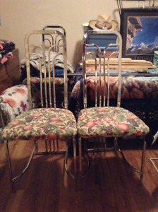 For sale chrome table and chairs.