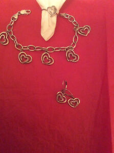 Perfect Valentine's Day set PEOPLES silver and diamond heart set