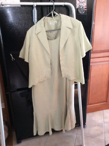 costume robe sans manche et veston