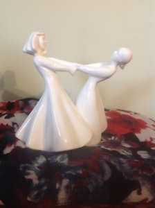 "Royal Doulton ""Best Friends"" (Figurine of the Year 1998)"