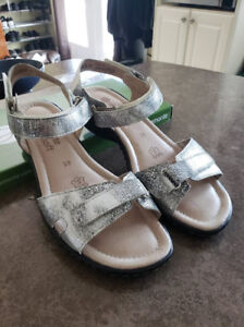 LADIES REMONTE Brand SHOES - Size 8