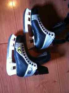 HOCKEY SKATES !! Salmon arm
