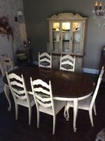 Dining room table set and Hutch