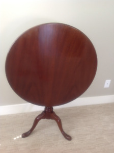QUEEN ANNE SOLID MAHOGANY TILT TOP TABLE