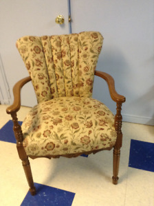 ANTIQUE SIDE OCCASIONAL CHAIR