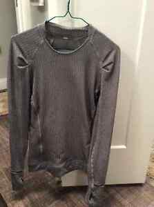 LULULEMON TOP WITH POCKET ON LEFT FRONT-Great for cell phone Edmonton Edmonton Area image 1