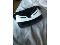 Samsung gear vr in white used once