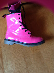 Brand New SIZE 7 LADIES BOOTS