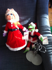 1990 Muppets Christmas Miss Piggy & Kermit dolls with stands