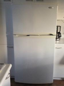 Réfrigérateur blanc Whirlpool - Faites une offre!