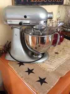 Like new kitchen aide mixer