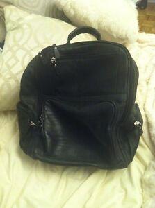 Leather black backpak / sac à dos en cuir noir