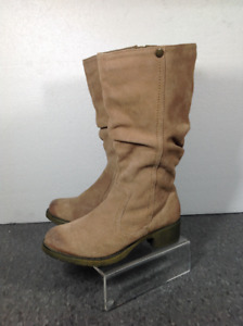 Size 6.5 Worthington tan suede boots